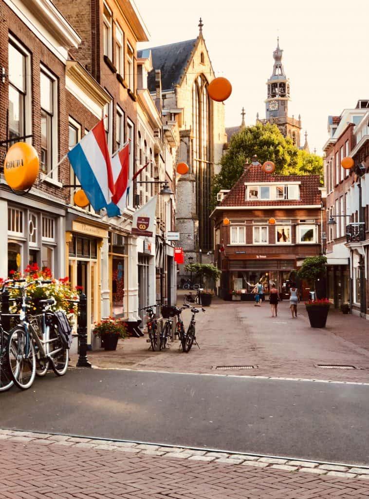 Nederlandse les voor expats Dutch lessons for children kinderen via Skype en Zoom